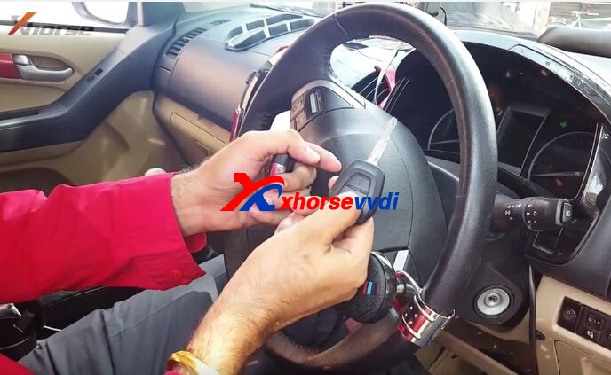 vvdi-key-tool-generate-program-isuzu-v-cross-remote-key-review-11