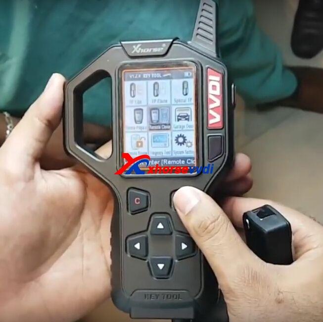 vvdi-key-tool-clone-mahindra-xuv500-remote-key-1