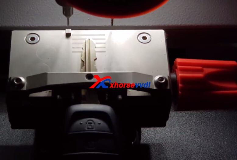 how-to-use-condor-xc-mini-plus-cut-hyundai-ix35-key-7