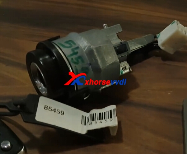 condor-dolphin-key-cutting-machine-cut-hyundai-verna-key-4