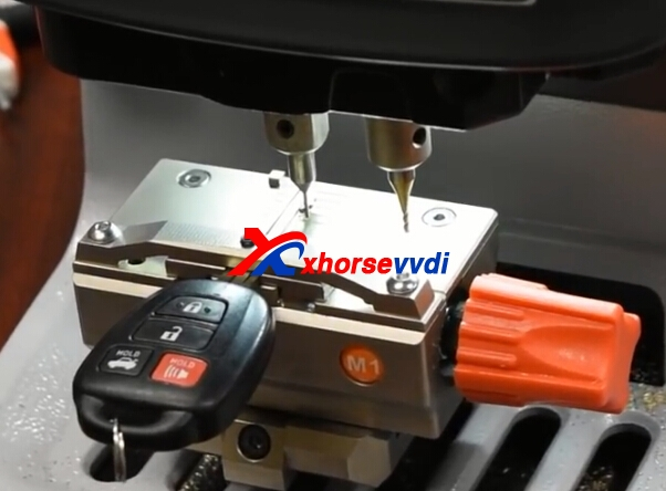 condor-dolphin-key-cutting-machine-toyota-key-duplicate-5