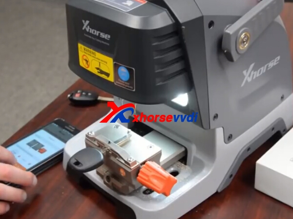 condor-dolphin-key-cutting-machine-toyota-key-duplicate-7