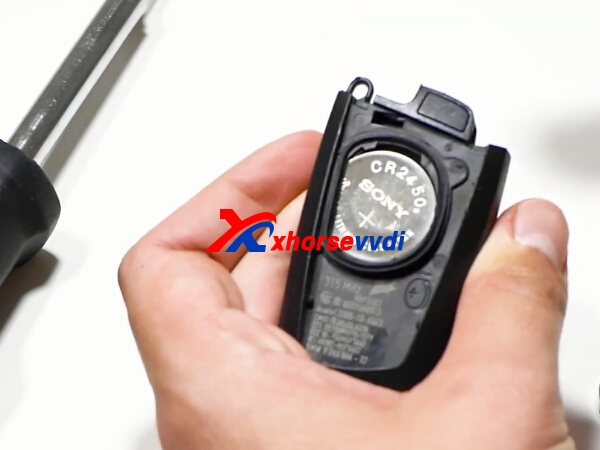 how-to-change-bmw-remote-key-battery-4