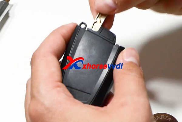 how-to-change-bmw-remote-key-battery-5