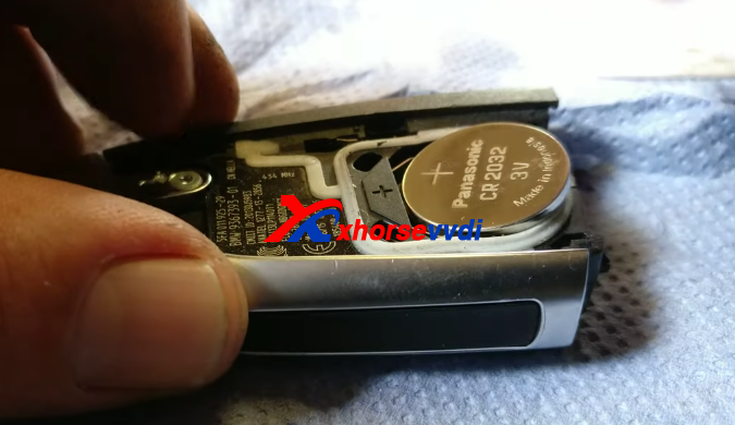 how-to-replace-new-bmw-key-fob-battery-5