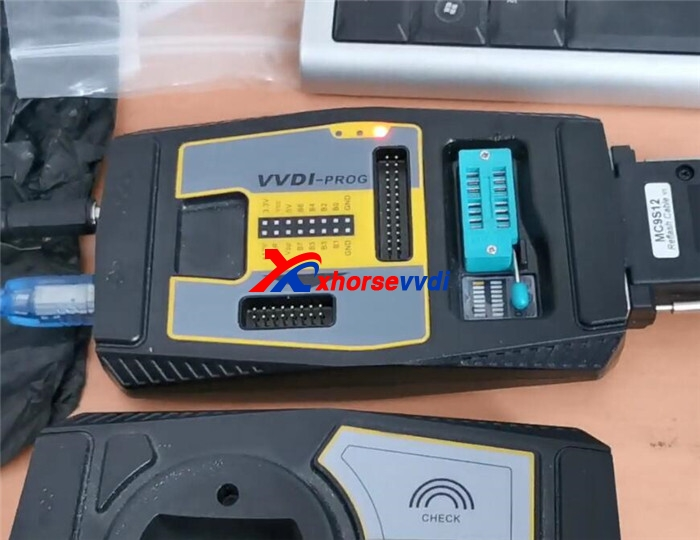 vvdi-prog-read-bmw-cas4-5m48h-with-cas4-adapter-3
