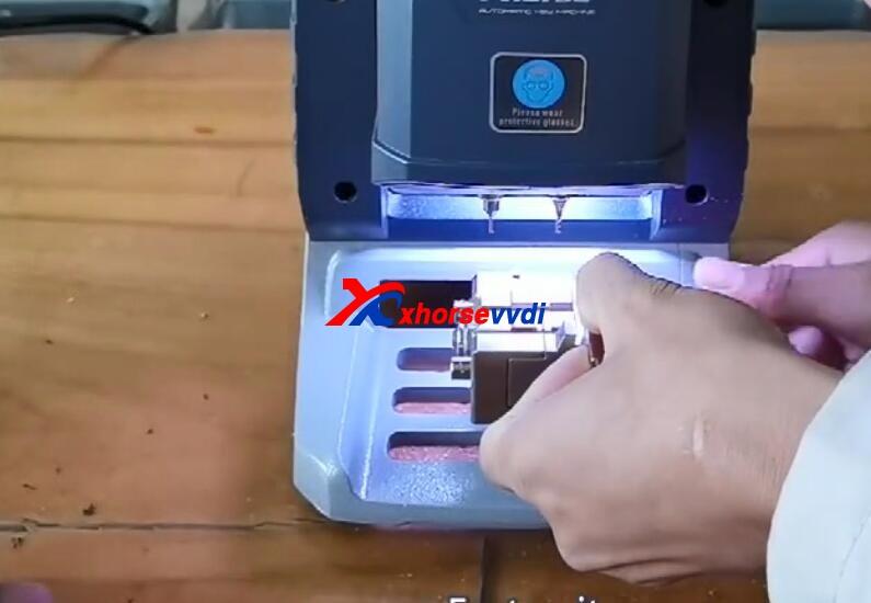 how-to-use-xhorse-panda-cut-hon66-key-12
