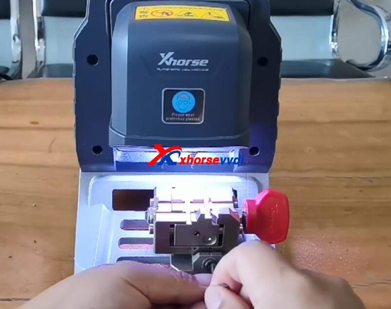 how-to-use-xhorse-panda-cut-hon66-key-9
