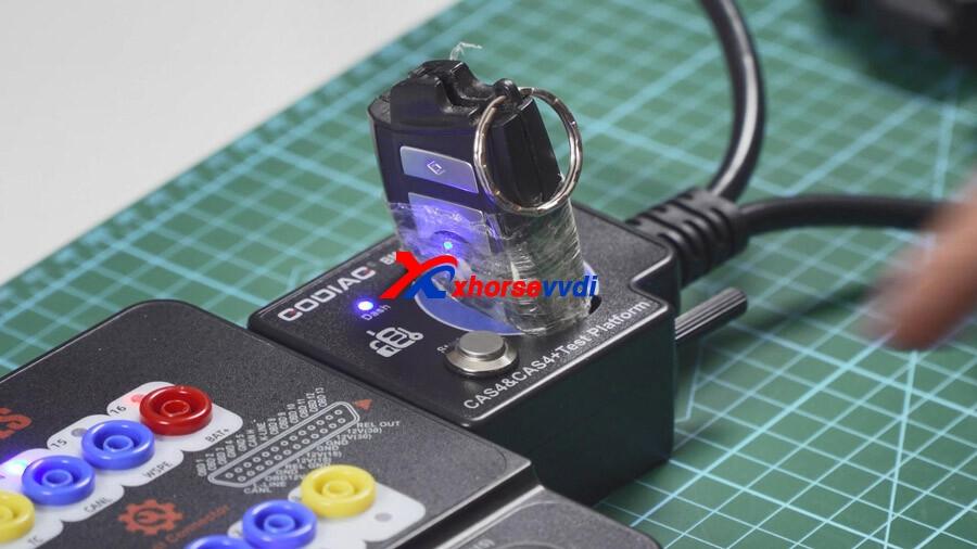 vvdi-key-tool-plus-reads-cas4-key-on-bench-with-godiag-gt100-03