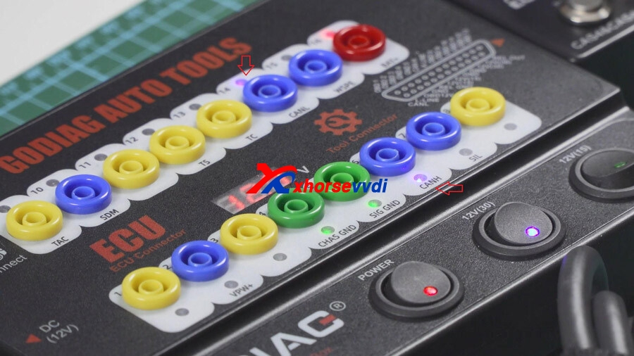 vvdi-key-tool-plus-reads-cas4-key-on-bench-with-godiag-gt100-08