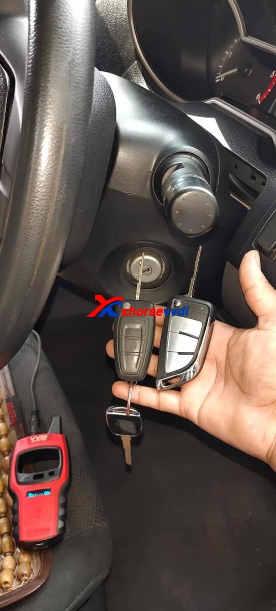 vvdi-mini-key-tool-program-mazda-bt50-key-with-wire-remote-review-1-1