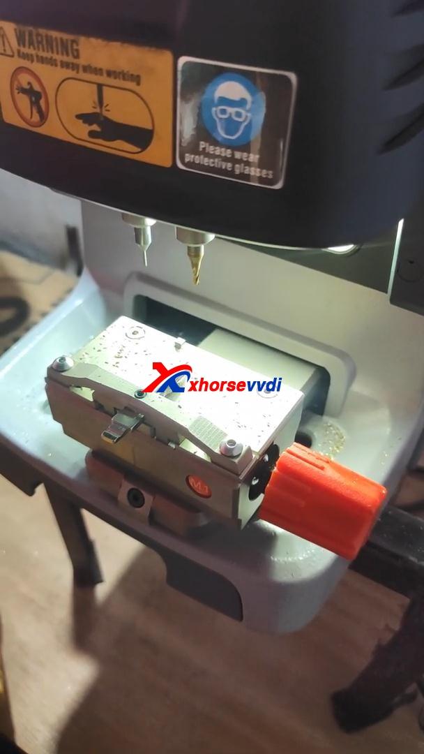 mahindra-bolero-all-key-lost-key-tool-max-07