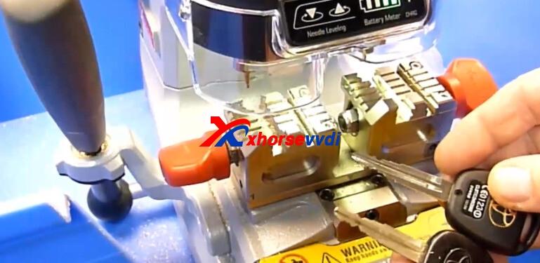 xhorse-dolphin-xp007-cut-toyota-key-8