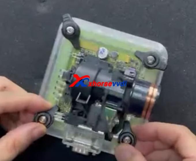 xhorse-vvdi-progezs-adapter-read-benz-w211-eis-data-solder-free-3