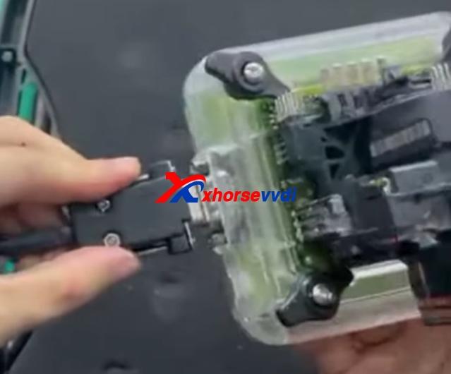 xhorse-vvdi-progezs-adapter-read-benz-w211-eis-data-solder-free-4