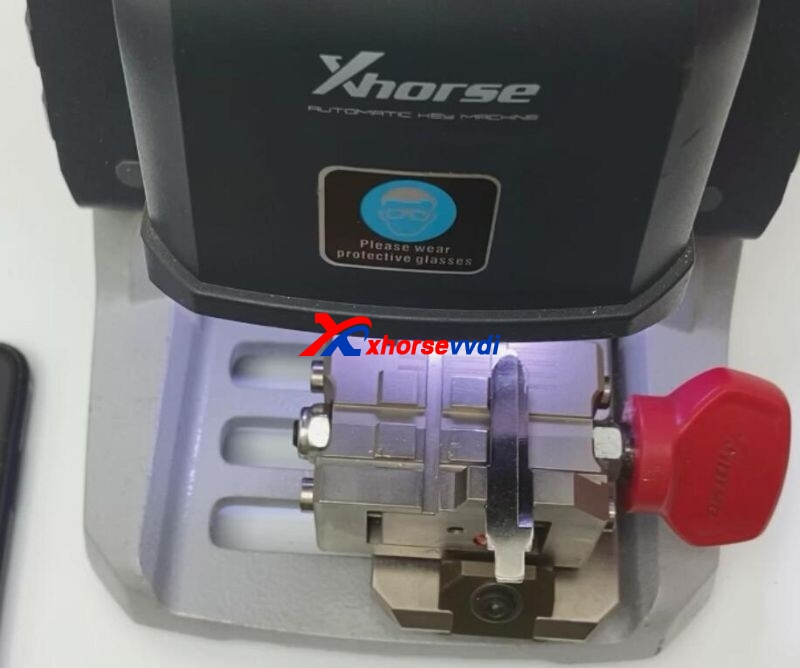 Xhorse-Key-Read-and-Dolphin-XP005-Cut-Mazda-Key-10