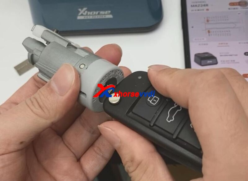 Xhorse-Key-Read-and-Dolphin-XP005-Cut-Mazda-Key-13