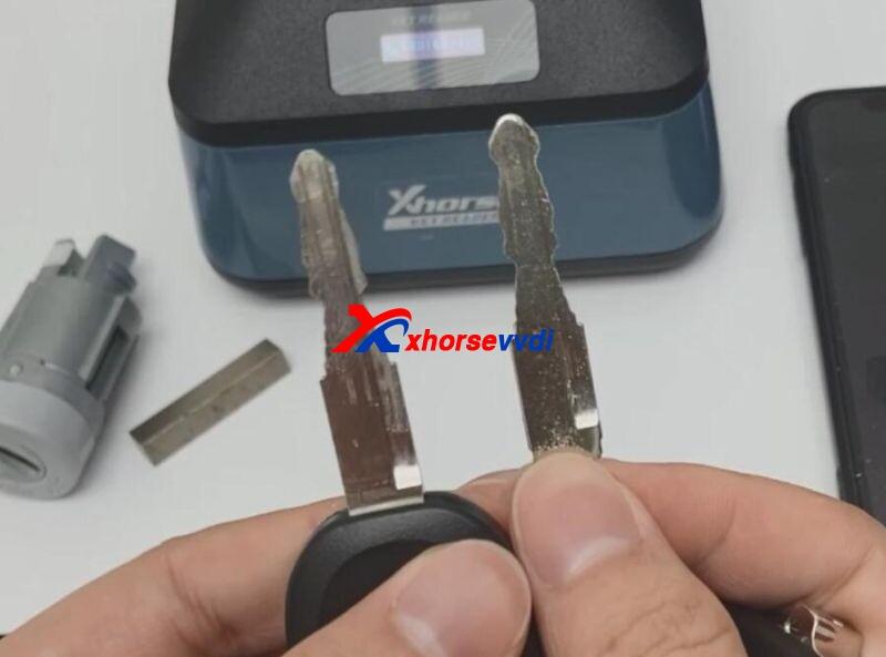 Xhorse-Key-Read-and-Dolphin-XP005-Cut-Mazda-Key-14